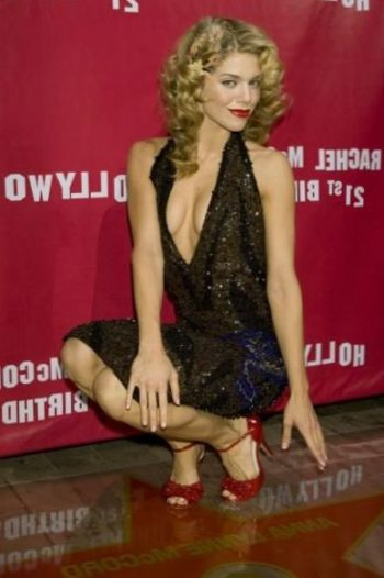 annalynne-mccord-cleavage-pic