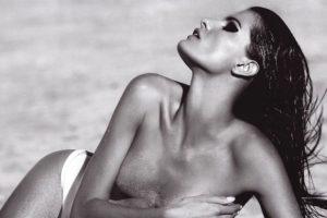 hot-isabeli-fontana-topless
