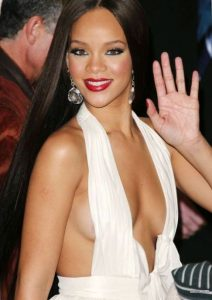 hot-rihanna-cleavage-breasts