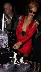 hot-rihanna-cleavage-pic