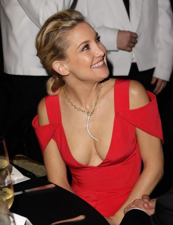 kate-hudson-cleavage-in-sexy-dress