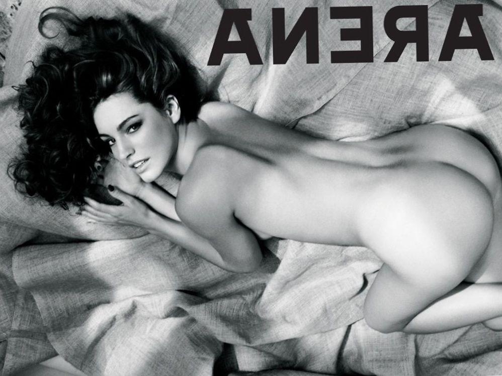 kelli-bruk-golaya-popka-porno-foto-studentok-lesbiyanki