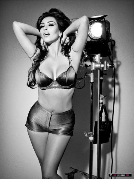 kim-kardashian-sexy-photo-23