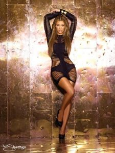 kim-kardashian-shows-off-her-hot-body