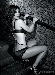 kim-kardashian-shows-off-her-hot-body-33
