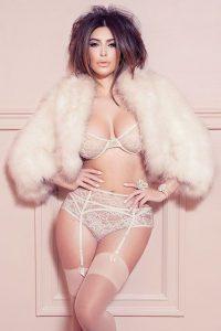 kim-kardashian-shows-off-her-hot-body-51