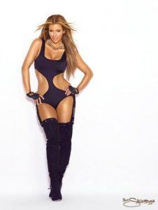 kim-kardashian-shows-off-her-sexy-body-20