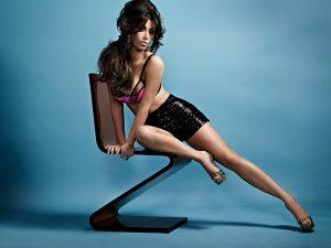 kim-kardashian-shows-off-her-sexy-body_001