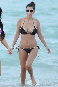 kourtney-kardashian-in-black-bikini