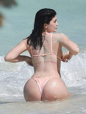 *EXCLUSIVE* Kylie Jenner does a sexy photoshoot on the beach