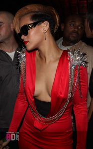 rihanna-cleavage-photos
