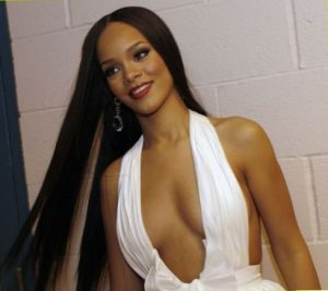 rihanna-cleavage-billboard-awards-2006
