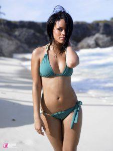 rihanna-in-bikini-body