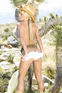 sara-jean-underwood-shows-her-sexy-ass