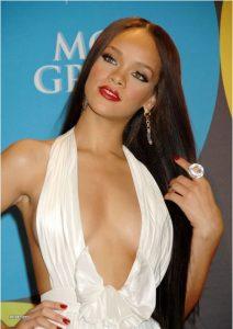 sexy-rihanna-cleavage