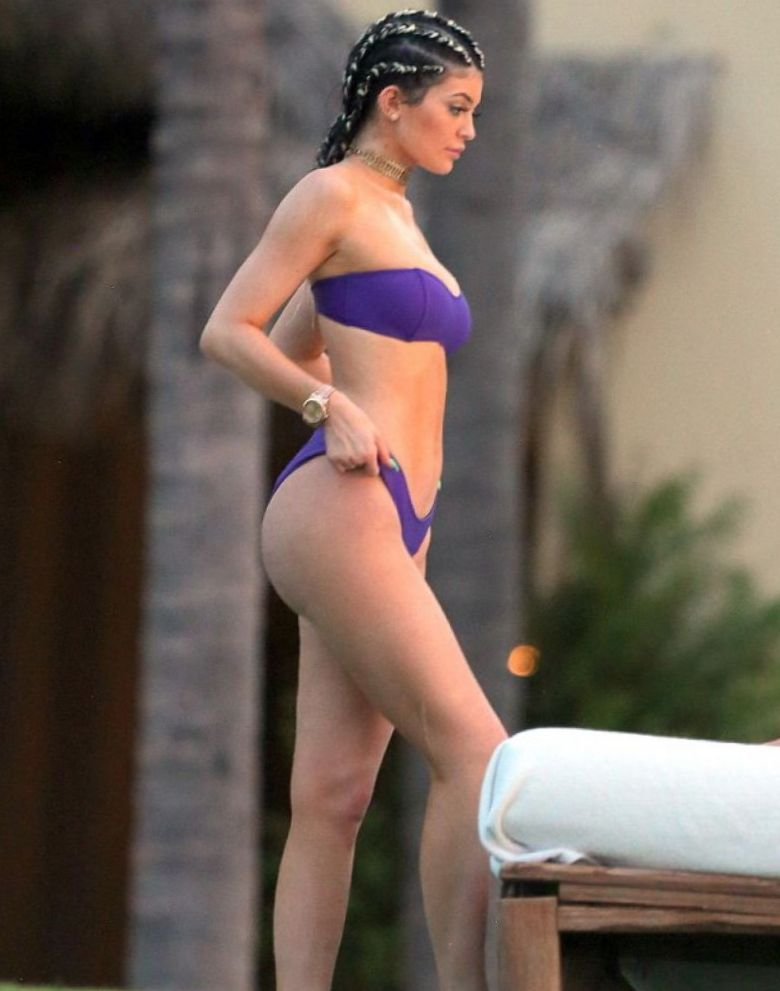 kylie-jenner-in-punta-mita-mexico-pic
