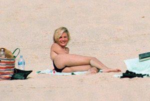 cameron-diaz-topless-paparazzi-photos-12