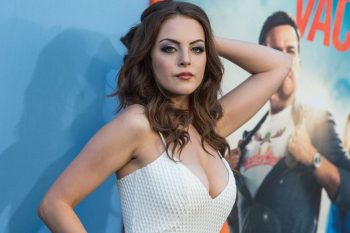 elizabeth-gillies-cleavage-pic