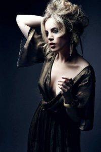 elizabeth-gillies-braless