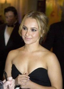 hayden-panettiere-cleavage