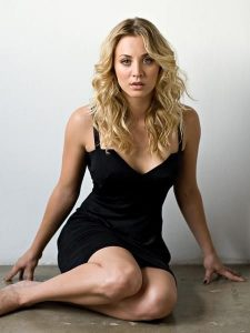 hot-kaley-cuoco-in-sexy-dress
