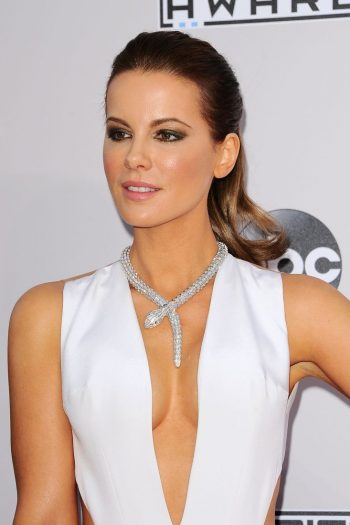 kate-beckinsale-cleavage-pic