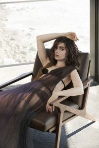 lily-collins-hot-photo