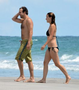 Exclusive... Olivia Wilde Showing Off Her Hot Bikini Body NO INTERNET USE WITHOUT PRIOR AGREEMENT