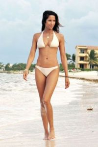 padma-lakshmi-in-bikini-mexico