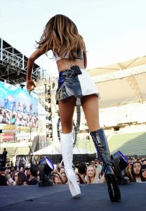 sexy-ariana-grande-on-stage-in-los-angeles-005