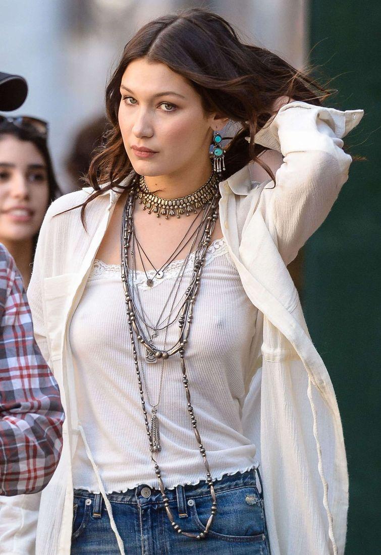 bella-hadid-nipple