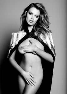 Hailey Clauson Naked Photo