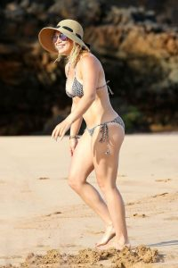 hilary-duff-in-bikini-images
