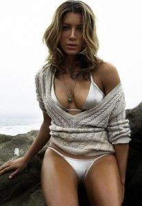 Jessica Biel in sexy bikini