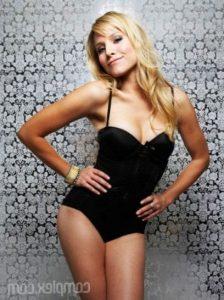 Kristen Bell in sexy swimsuit