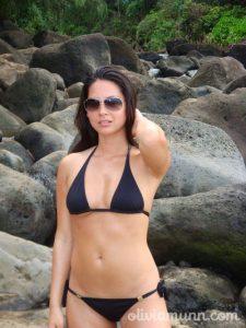 Olivia Munn in bikini photo
