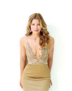 Sexy Jessica Biel Cleavage