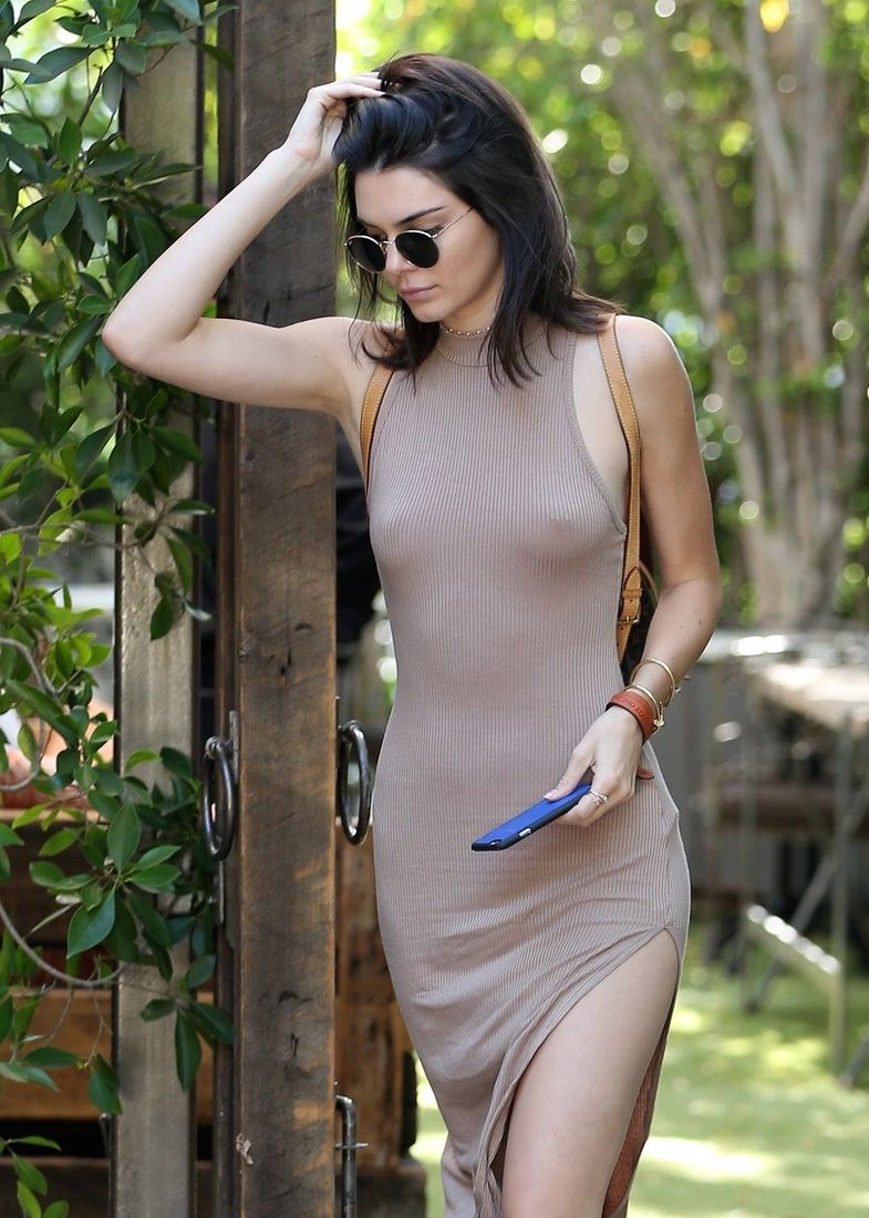 sexy-kendall-jenner-braless-03