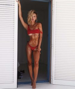 Alexis Ren in sexy bikini (11)
