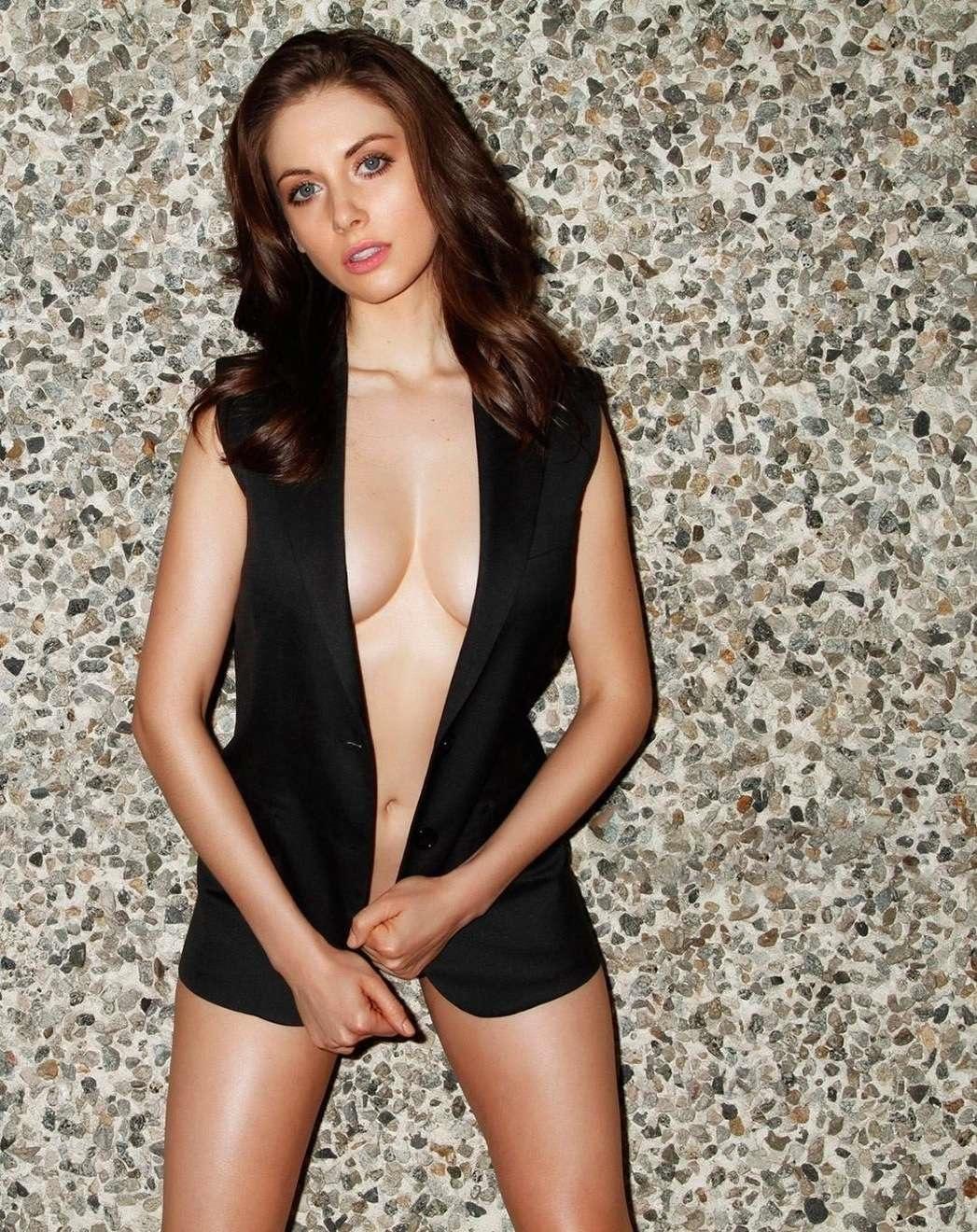 Alison Brie sexy (12)