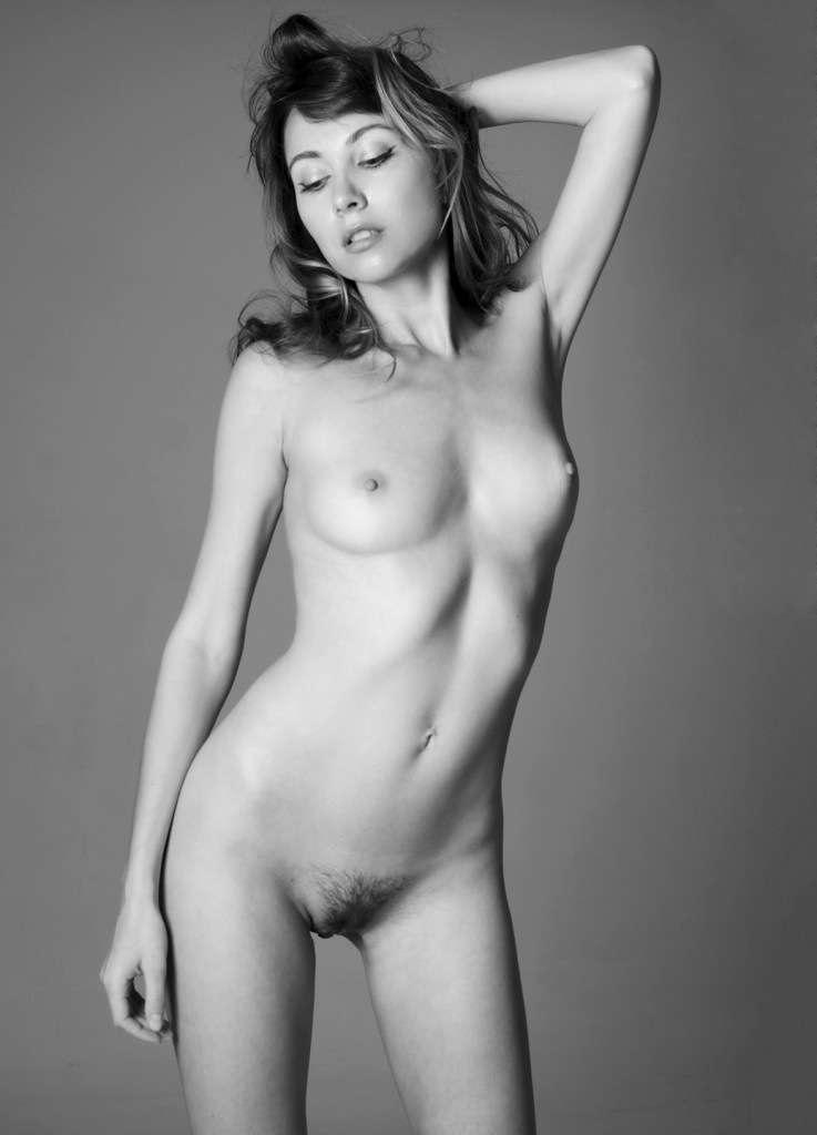 Anna Safroncik  nackt