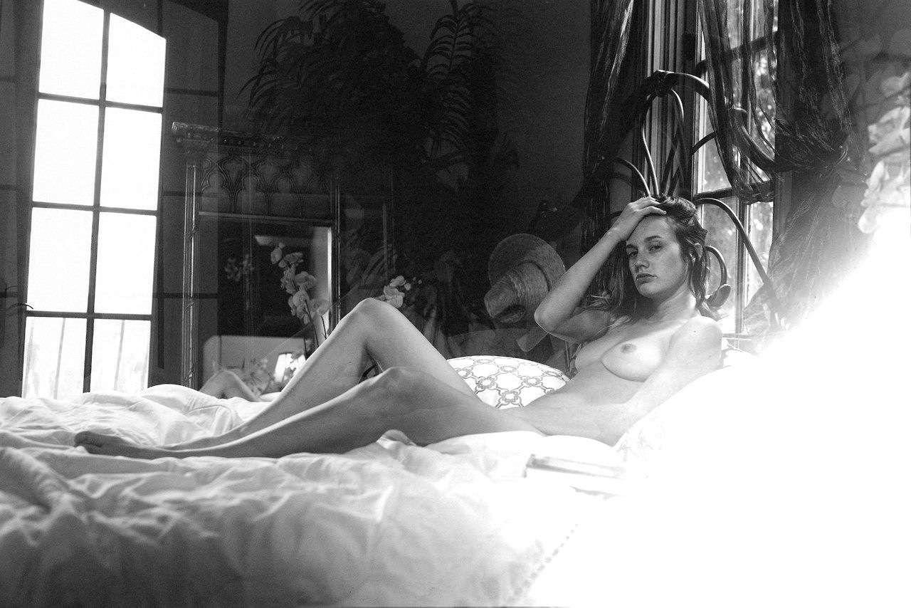 Olivia North  nackt